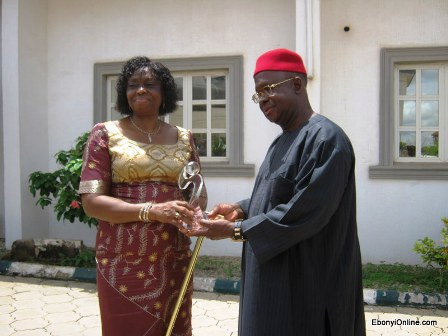 Mrs-Elechi-Receives-Award-for-VVF-Project-1